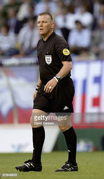 Match referee Graham Poll during the UEFA Cup Final between CSKA Moscow and Sporting Lisbon at the Jose Alvalade Stadium on May 18 2005 Lisbon...