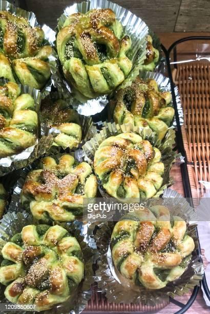 matcha danish pastries - yōshoku photos et images de collection