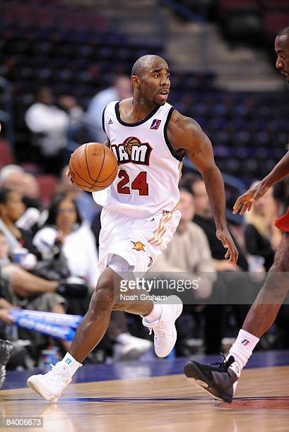 Mateen Cleaves of the Bakersfield Jam drives upcourt during the game against the Tulsa 66ers at Rabobank Arena on December 11, 2008 in Bakersfield,...