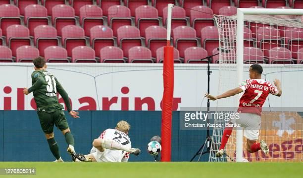 Mateo Klimowicz of VfB Stuttgart scores his team's third goal during the Bundesliga match between 1. FSV Mainz 05 and VfB Stuttgart at Opel Arena on...