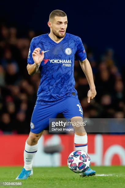 Mateo Kovacic of Chelsea FC controls the ball during the UEFA Champions League round of 16 first leg match between Chelsea FC and FC Bayern Muenchen...