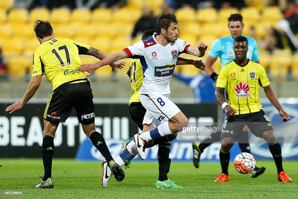 A-League Rd 1 - Wellington v Newcastle : News Photo