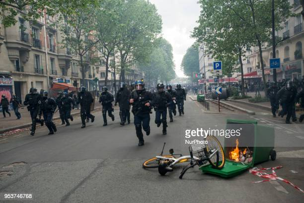 Material damages in the Streets of Paris during the May Day demonstration Thousands of persons between 20 000 and 55 000 have gathered in the Streets...