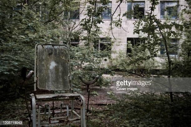 maternity ward in no. 126 hospital in pripyat ghost town, chernobyl, ukraine - 打ち捨てられた ストックフォトと画像