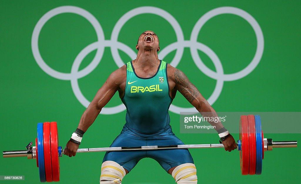 Weightlifting - Olympics: Day 10 : Nachrichtenfoto