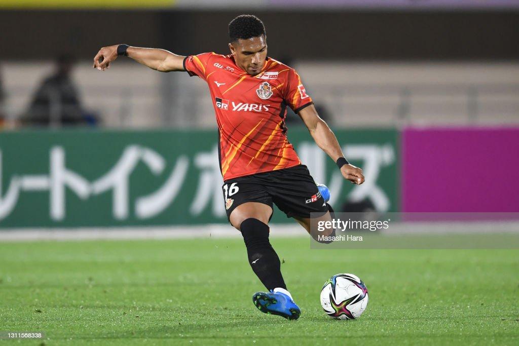 Shonan Bellmare v Nagoya Grampus - J.League Meiji Yasuda J1 : ニュース写真