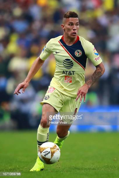 Mateus Uribe of America drives the ball during the semifinal second leg match between America and Pumas UNAM as part of the Torneo Apertura 2018 Liga...