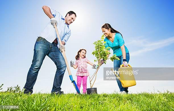 Mather, père et sa fille de jardinage sur une belle journée.