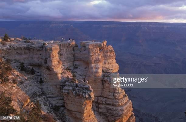 Mather Point est un point de vue sur le littoral du sud du Grand CanyonD'une hauteur de 2170 m