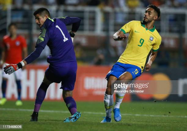Matheus Cunha of Brazil scores the second goal of his team during the Olympic Soccer Friendly match against Chile at Pacaembu Stadium on September 09...
