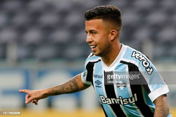 Matheus Henrique of Gremio celebrates after scoring the first goal of his team during a match between Gremio and Lanus as part of group H of Copa...