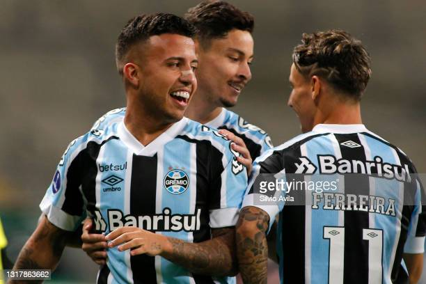 Matheus Henrique of Gremio celebrates with teammate Ferreira after scoring the first goal of his team during a match between Gremio and Lanus as part...