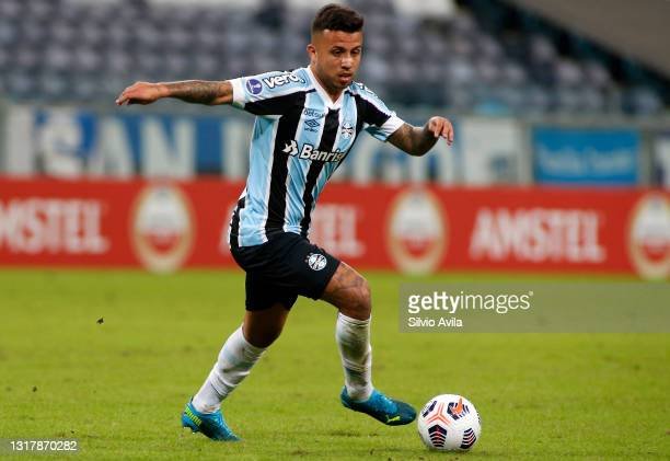 Matheus Henrique of Gremio controls the ball during a match between Gremio and Lanus as part of group H of Copa CONMEBOL Sudamericana 2021 at Arena...