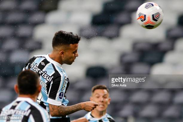 Matheus Henrique of Gremio heads the ball to score the first goal of his team during a match between Gremio and Lanus as part of group H of Copa...