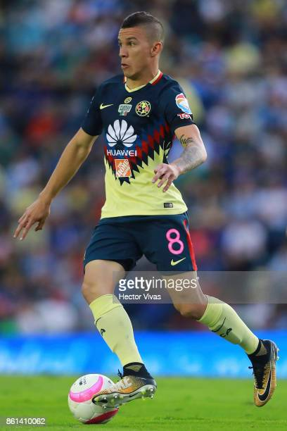 Mateus Uribe of America drives the ball during the 13th round match between Cruz Azul and America as part of the Torneo Apertura 2017 Liga MX at Azul...