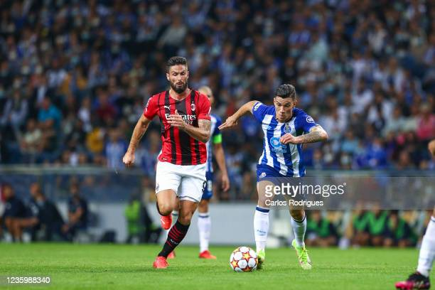 Matheus Uribe of FC Porto tries to escape Olivier Giroud of AC Milan during the UEFA Champions League group B match between FC Porto and AC Milan at...