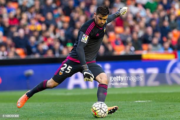 Mathew David Ryan of Valencia CF in action during the La Liga match between Valencia CF and Celta de Vigo at Mestalla Stadium Celta Vigo beats...