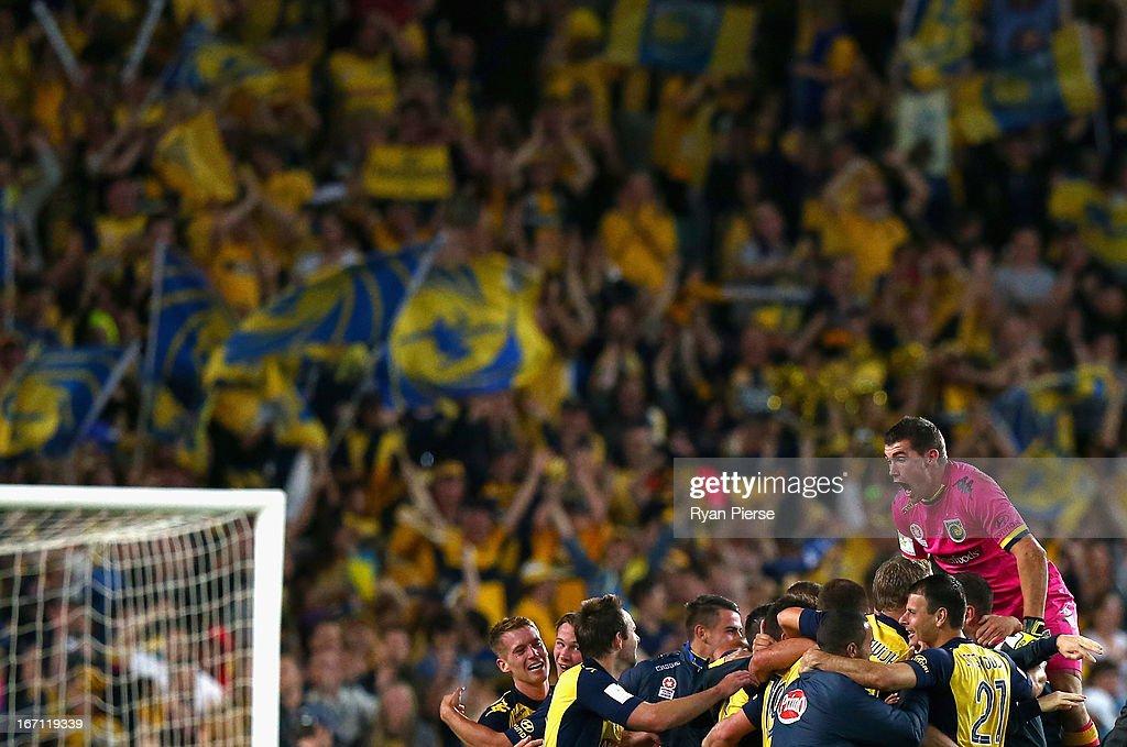 Western Sydney v Central Coast - 2013 A-League Grand Final : News Photo