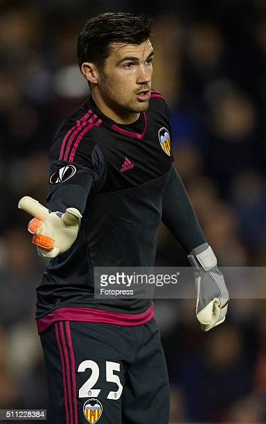 Mathew Ryan of Valencia CF reacts during the UEFA Europa League round of 32 first leg match between Valencia CF and Rapid Vienna at Estadi de...