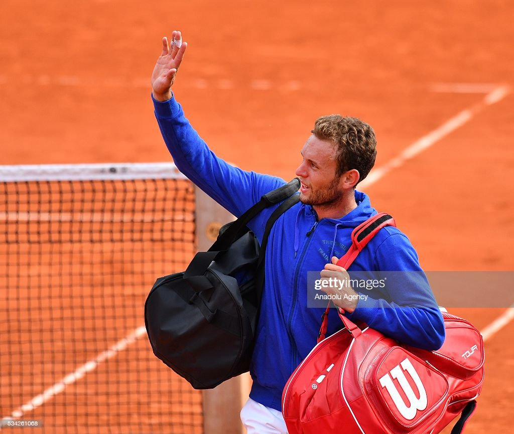 2016 French Open second round match - Mathias Bourgue vs Andy Murray : News Photo