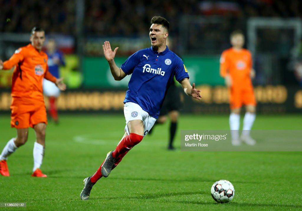 Holstein Kiel v FC Erzgebirge Aue - Second Bundesliga : Nachrichtenfoto