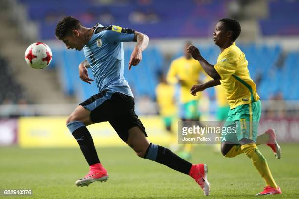 Mathias Olivera of Uruguay and Sibongakonke Mbatha of South Africa during the FIFA U20 World Cup Korea Republic 2017 group D match between Uruguay...