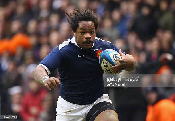 Mathieu Bastareaud of France breaks clear to score his team's second try during the RBS Six Nations Championship match between Scotland and France at...