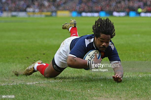 Mathieu Bastareaud of France scores the opening try during the RBS Six Nations Championship match between Scotland and France at Murrayfield Stadium...