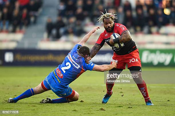 Mathieu Bastareaud of Toulon and Ken Owens of Scarlets during the European Champions Cup match between Toulon and Scarlets on December 11 2016 in...