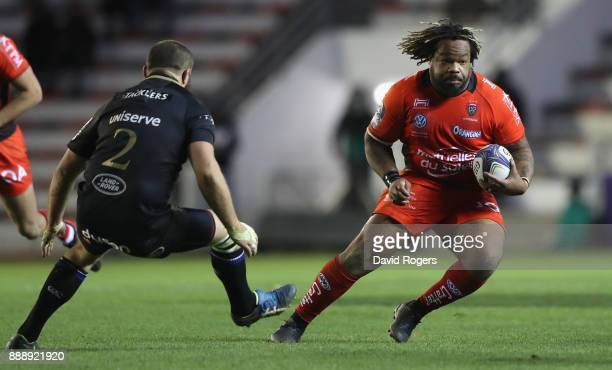 Mathieu Bastareaud of Toulon breaks with the ball during the European Rugby Champions Cup match between RC Toulon and Bath Rugby at Stade Felix Mayol...
