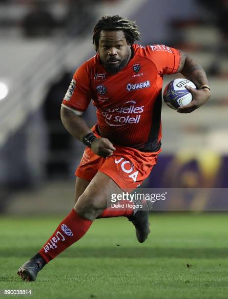 Mathieu Bastareaud of Toulon runs with the ball during the European Rugby Champions Cup match between RC Toulon and Bath Rugby at Stade Felix Mayol...