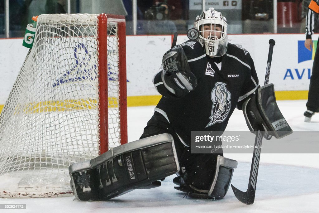 Mathieu Bellemare #31 of the Gatineau Olympiques makes a glove save against the Acadie-Bathurst Titan on October 18, 2017 at Robert Guertin Arena in Gatineau, Quebec, Canada.