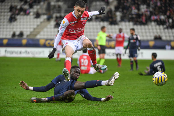 MHSC -EQUIPE DE MONTPELLIER -LIGUE1- 2019-2020 - Page 4 Mathieu-cafaro-of-reims-and-salomon-sambia-of-montpellier-during-the-picture-id1189275449?k=6&m=1189275449&s=612x612&w=0&h=p3Wugre9LAEOQocMaQxEXdIDOZ02EBvYQhfI1Sf6YwI=