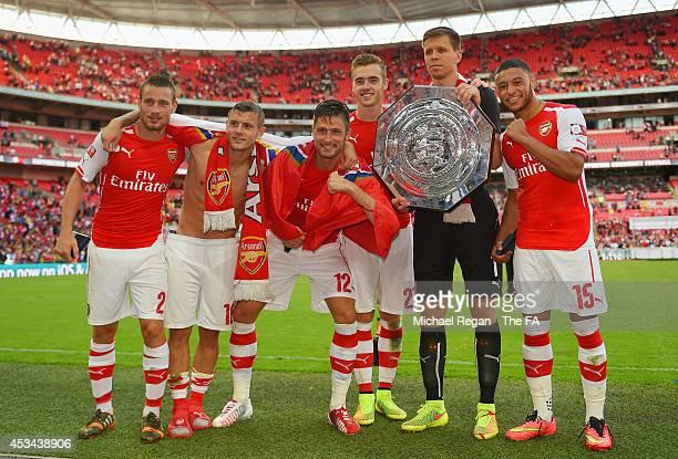 Mathieu Debuchy, Jack Wilshere, Olivier Giroud, Calum Chambers, Wojciech Szczesny and Alex Oxlade-Chamberlain of Arsenal pose with the FA Community...