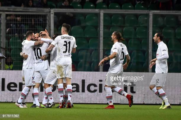 Mathieu Duhamel of Foggia celebrates with team mates after scoring the equalizing goal during the Serie B match between US Citta di Palermo and...