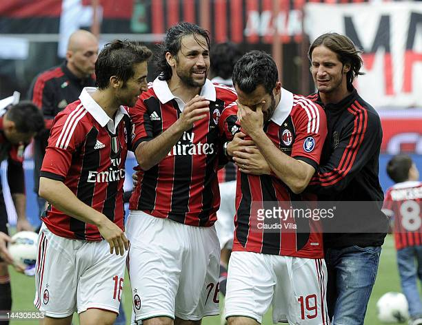 Mathieu Flamini Mario Yepes Gianluca Zambrotta and Luca Antonini of AC Milan salute the fans after his last game for AC Milan after the Serie A match...