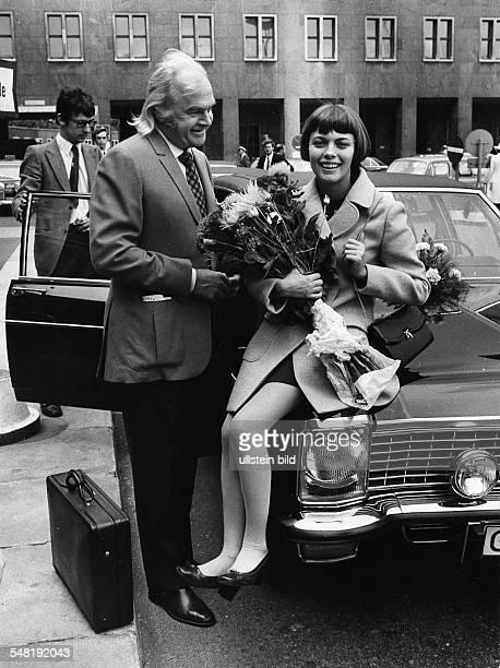Mathieu Mireille * Saengerin Frankreich mit Manager Johnny Stark 1970