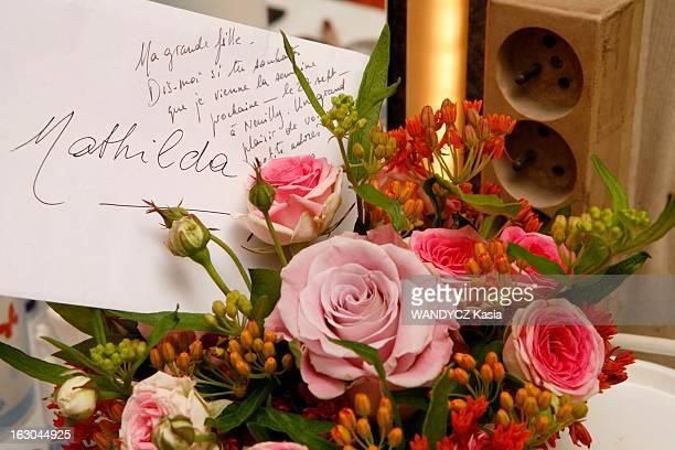 Mathilda May In Her Dressing Room At The Splendid Dans la loge de Mathilda MAY coauteur et interprète avec Pascal Légitimus de la pièce 'Plus si...