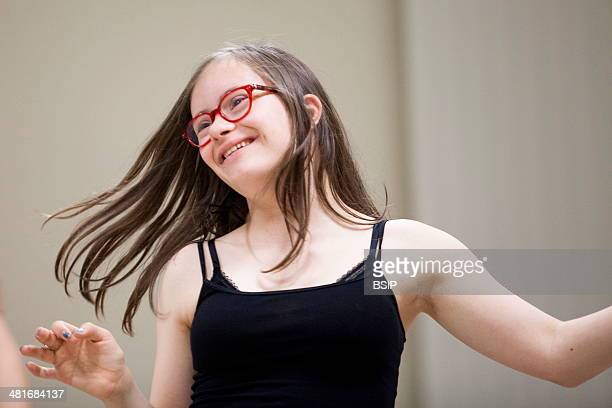 Mathilde is 15 and suffers from Down's Syndrome She takes bodily expression classes designed for people with Down's Syndrome The classes are run by a...