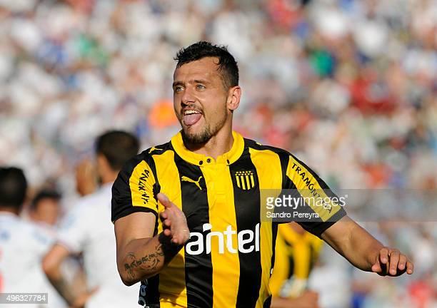 Matias Aguirregaray of Peñarol celebrates after scoring the first goal of his team during a match between Nacional and Peñarol as part of round 12 of...