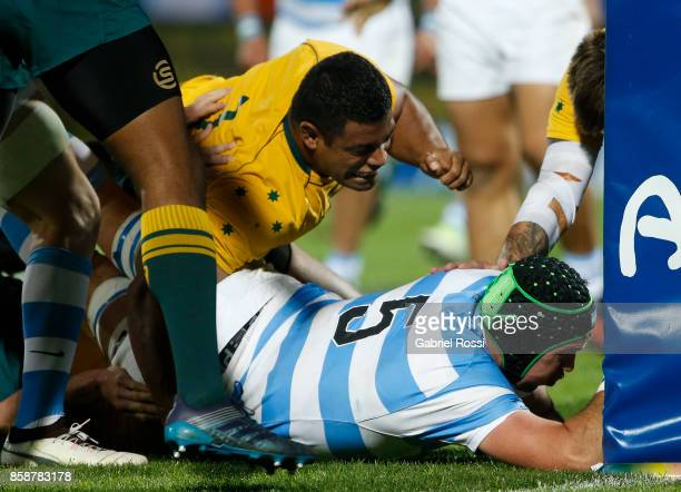 Matias Alemanno of Argentina scores a try during The Rugby Championship match between Argentina and Australia at Malvinas Argentinas Stadium on...