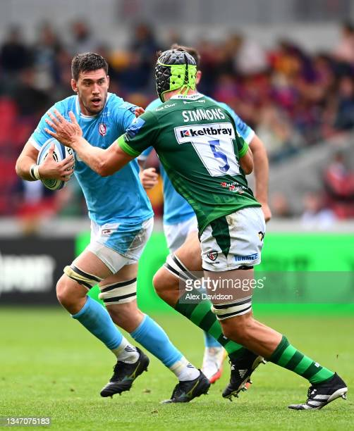 Matias Alemanno of Gloucester goes into contact with Rob Simmons of London Irish during the Gallagher Premiership Rugby match between London Irish...