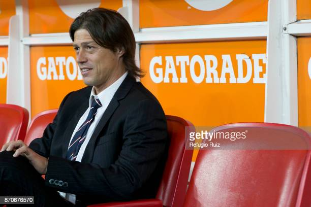 Matias Almeyda coach of Chivas looks on during the 16th round match between Chivas and Atlas as part of the Torneo Apertura 2017 Liga MX at Chivas...
