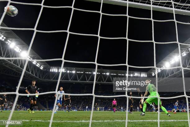 Matias Vargas of Espanyol scores his team's third goal past Mykyta Shevchenko of Zorya Luhansk during the UEFA Europa League Play Off match between...