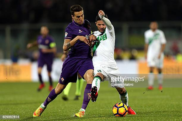 Matias Vecino of ACF Fiorentina battles for the ball with Stefano Sensi of US Sassuolo during the Serie A match between ACF Fiorentina and US...