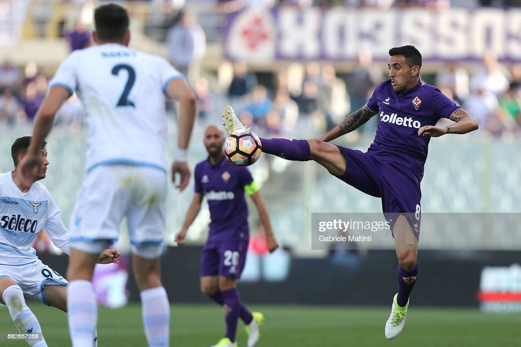 Matias Vecino of ACF Fiorentina in action during the Serie A match between ACF Fiorentina and SS Lazio at Stadio Artemio Franchi on May 13, 2017 in Florence, Italy.