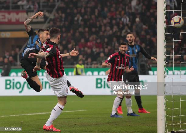 Matias Vecino of FC Internazionale scores the opening goal during the Serie A match between AC Milan and FC Internazionale at Stadio Giuseppe Meazza...