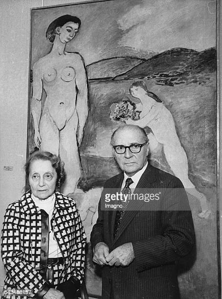 Matisse exhibition in the Grand Palais in Paris Daughter and son of the artist Marguerite Duthuit and Pierre Matisse in front of a picture 1970...