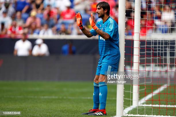 Matlia Perin of Juventus directs his team against Benfica during the International Champions Cup 2018 match between Benfica and Juventus at Red Bull...