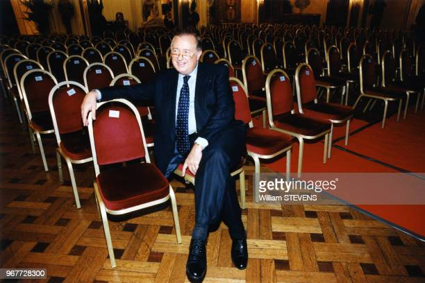 Maître Jacques Tajan commissairepriseur lors d'une vente aux enchères le 24 mars 1997 à Paris France